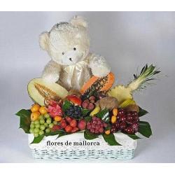 Cesta de frutas y peluche